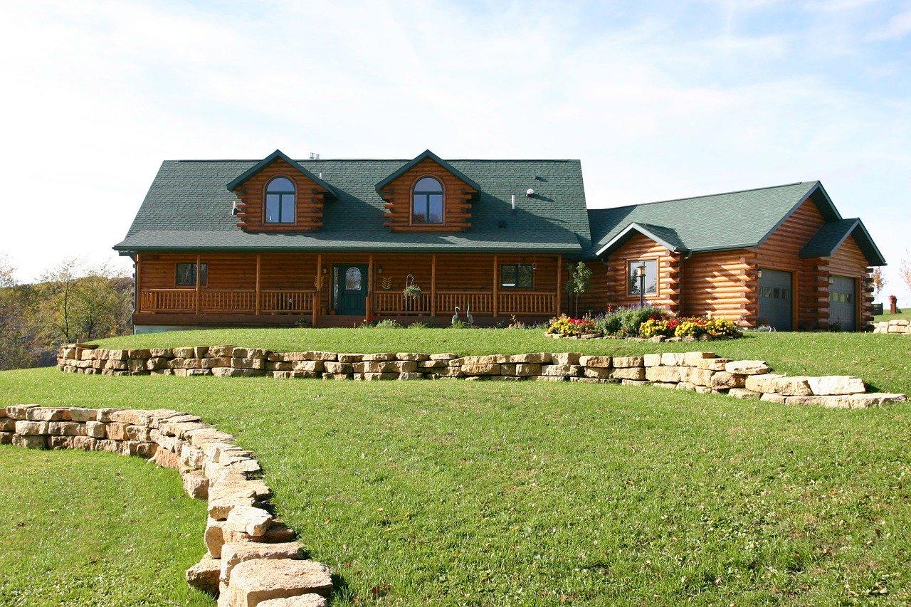 Czym wyróżniają się projekty domów tradycyjnych?