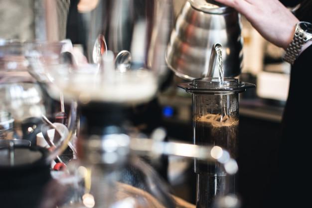 Kawiarka, zaparzacz czy aeropress? Jak parzyć kawę?