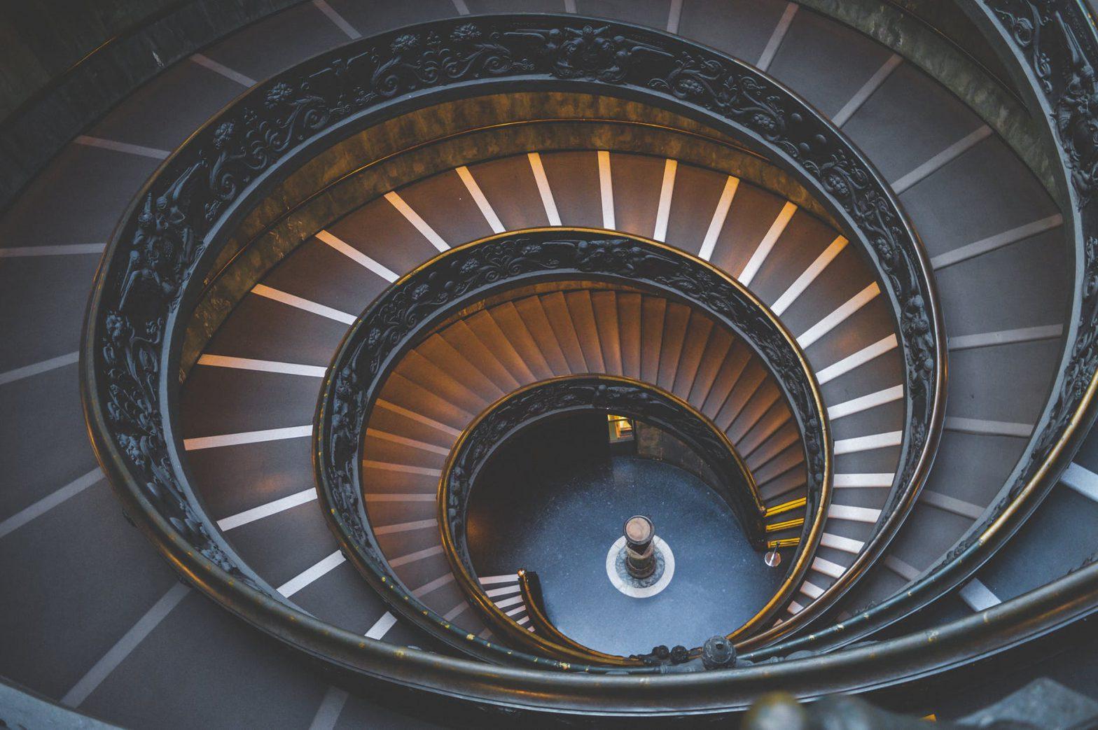Jak rozmieścić oświetlenie schodowe - praktyczne porady