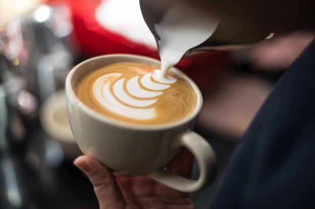 Ekspres do kawy nie spienia mleka – co należy zrobić?