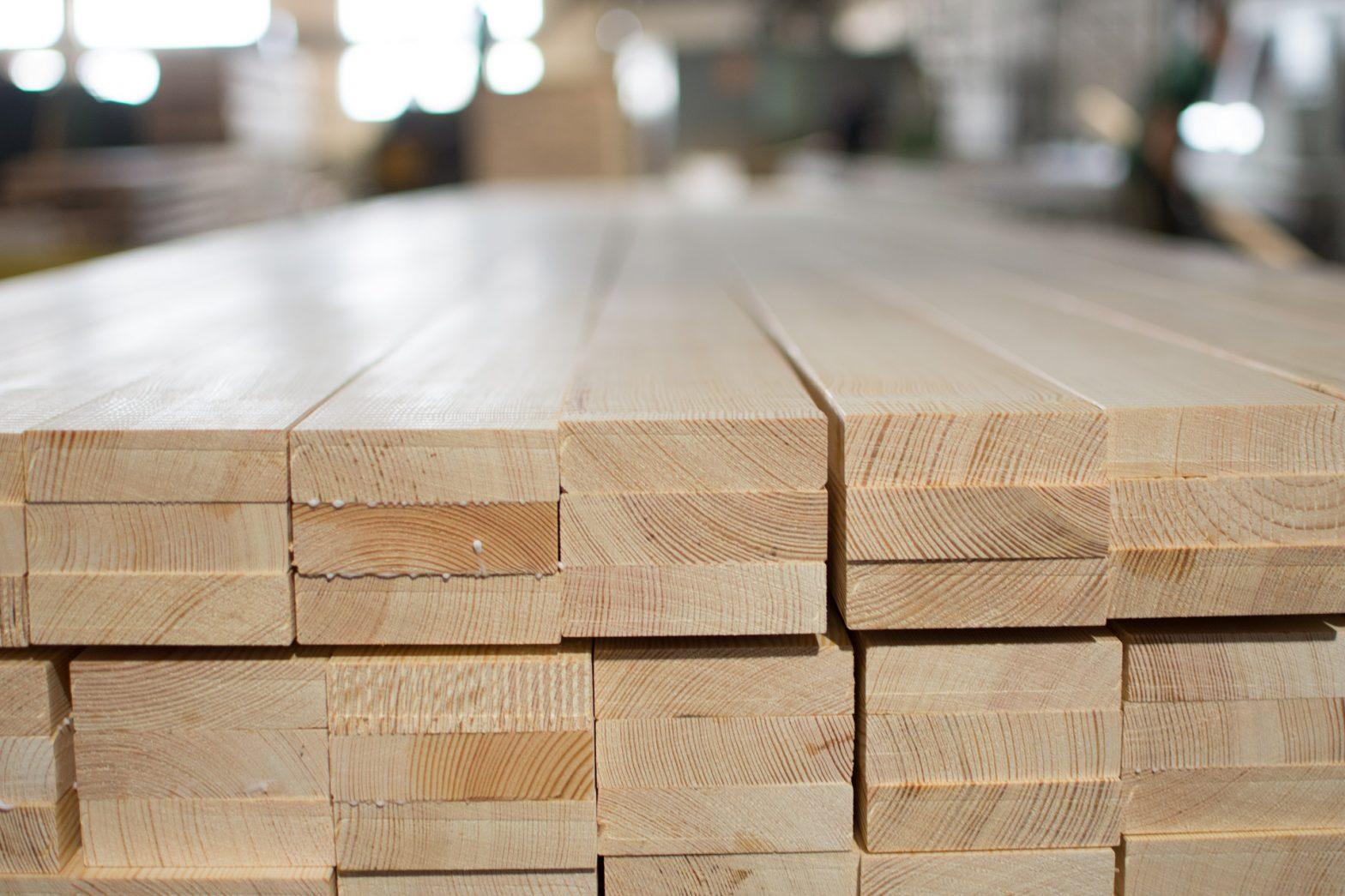 Drewno klejone – jakie posiada cechy?
