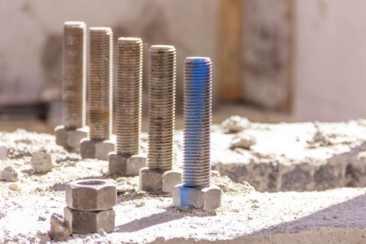 Kotwy mocujące do betonu i nie tylko. Kilka porad w sprawie zakupu kotwy